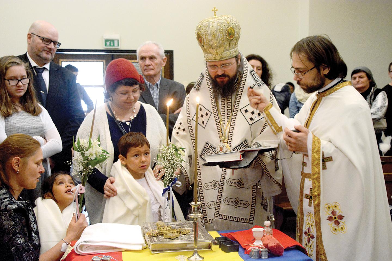 Preasfințitul Părinte Macarie alături de credincioşii  din Norvegia