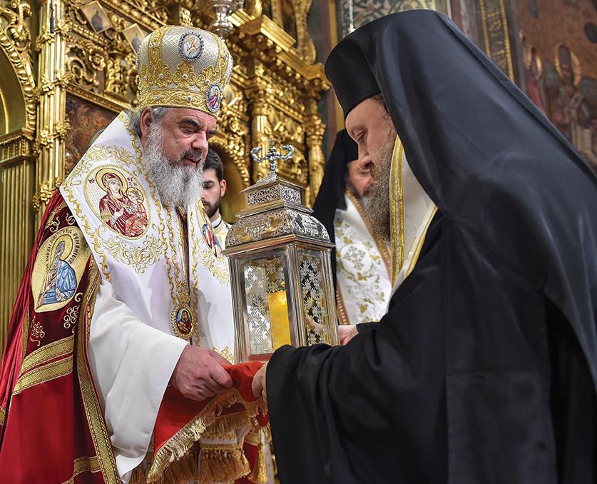Românii au primit Lumina Sfântă de la Ierusalim