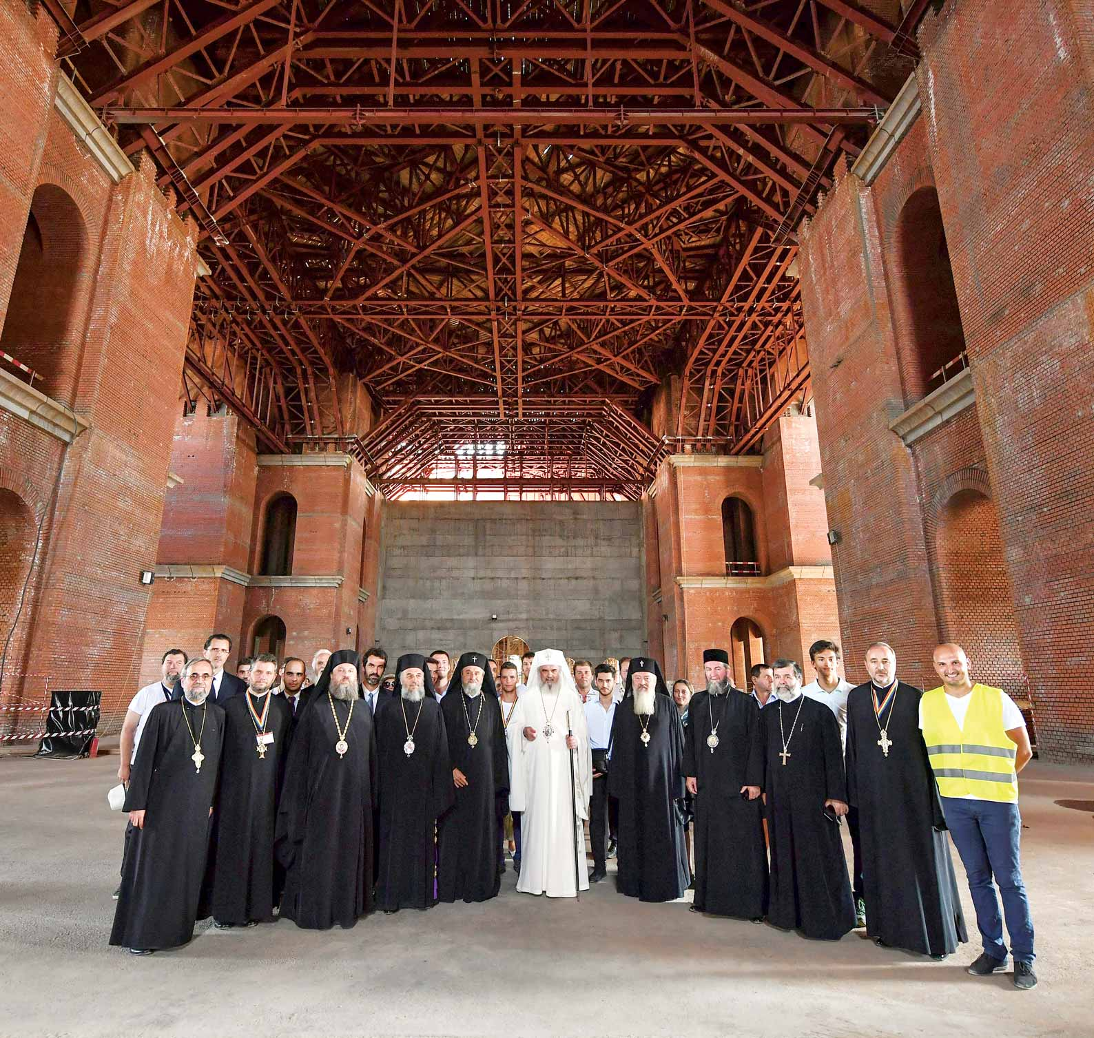 Catedrala Mântuirii Neamului – inima spirituală a României / The Cathedral of National Salvation – the spiritual heart of Romania