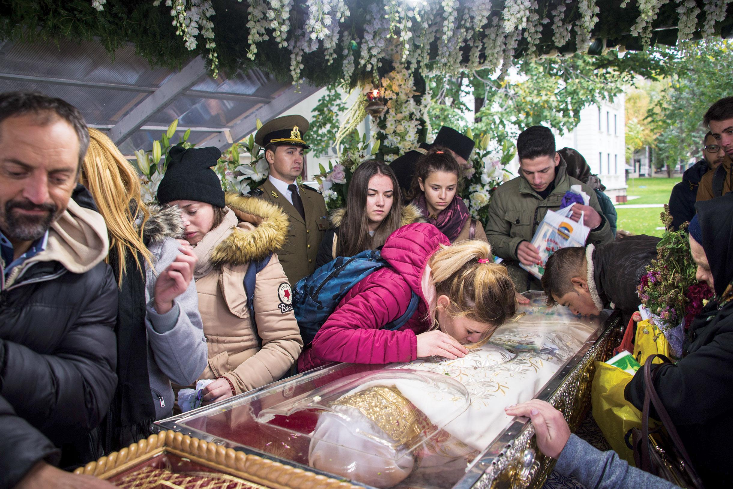 Sărbătoarea Sfintei  Cuvioase Parascheva – pelerinaj și trăire  profundă a Ortodoxiei la Iași