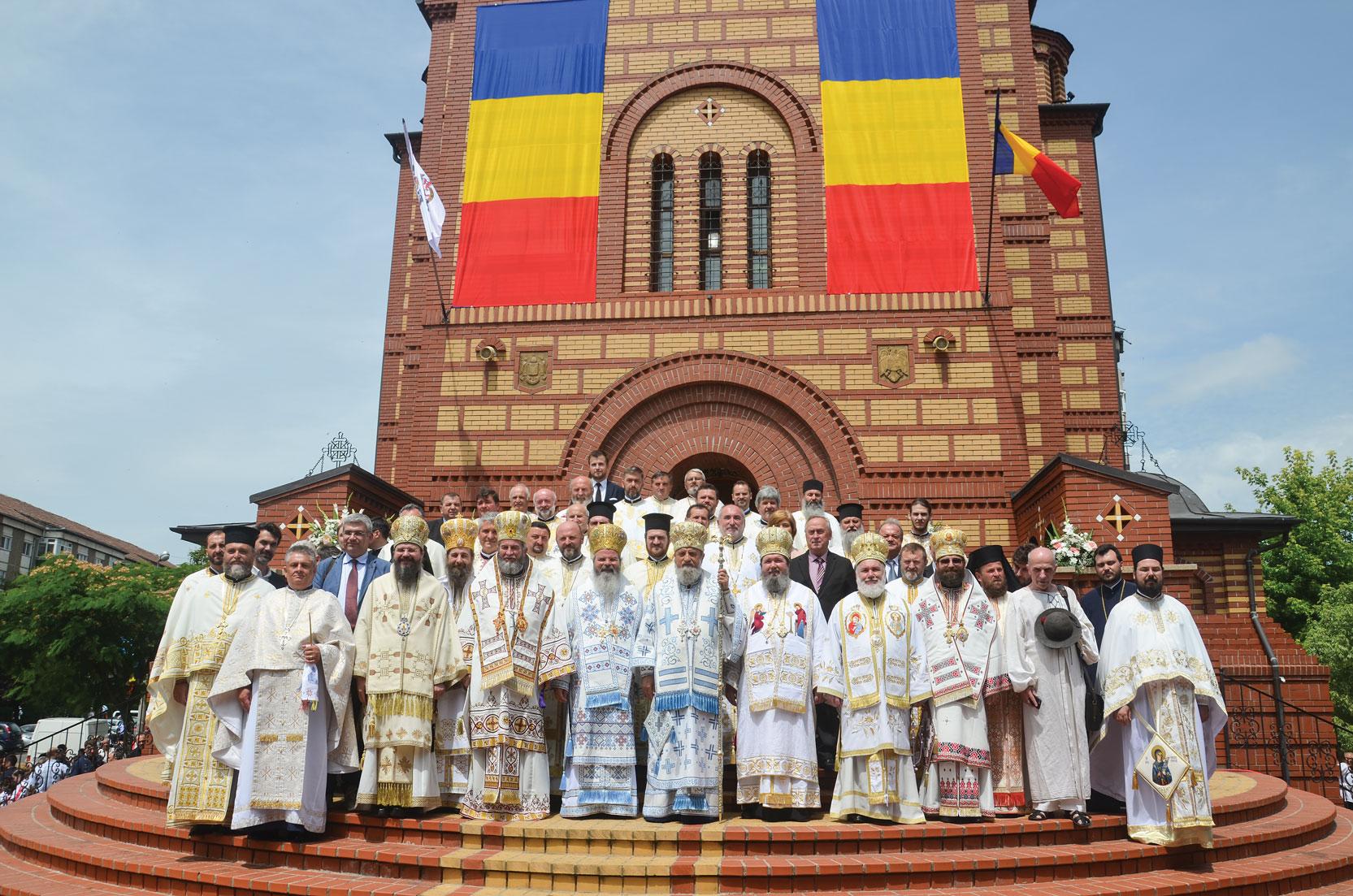 Nouă ierarhi au târnosit un nou locaș de cult în Oradea