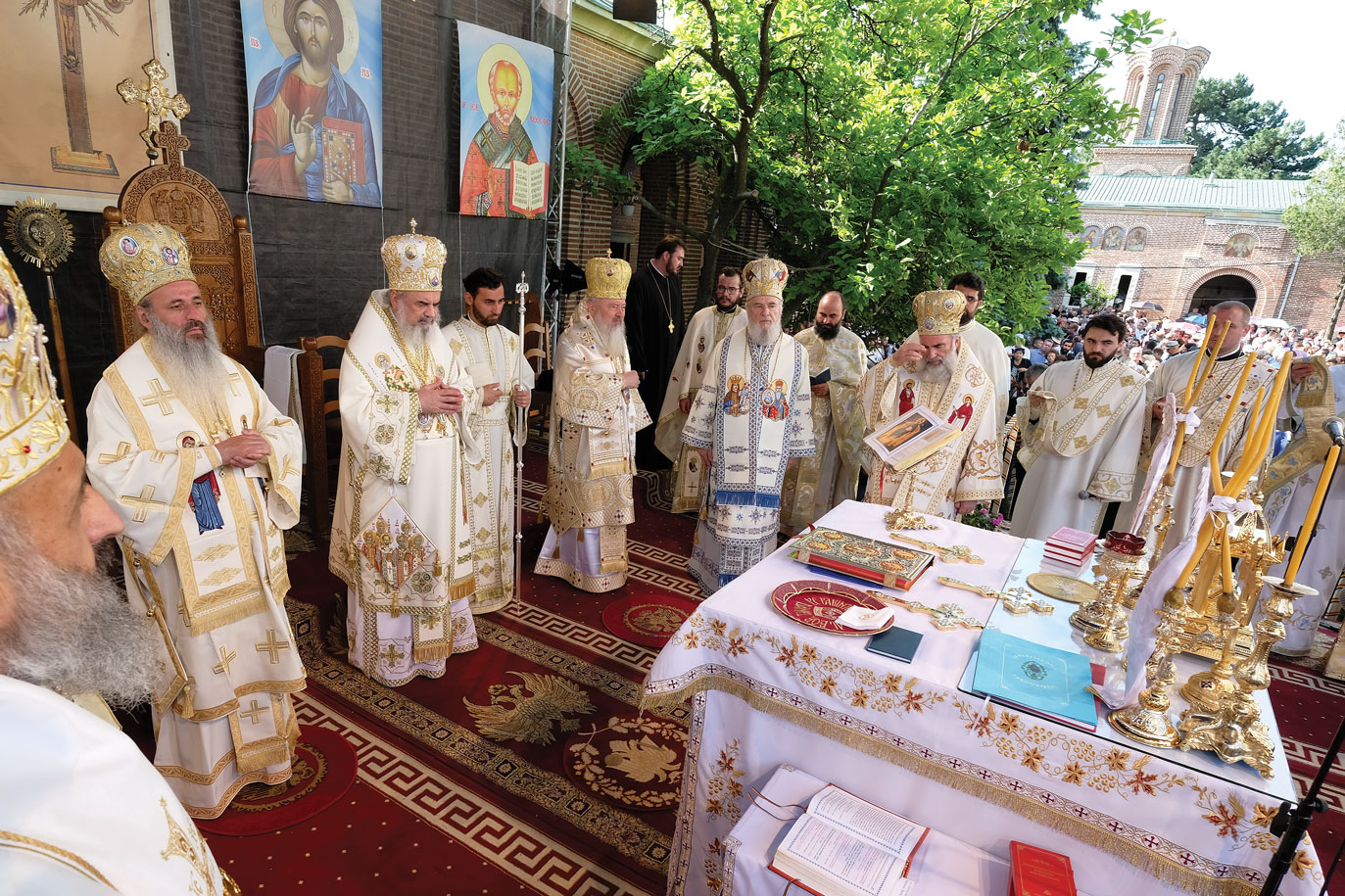 Patriarhul României a resfințit biserica Mănăstirii Dealu