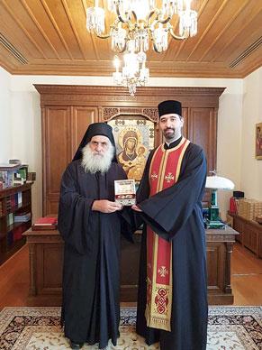 Patriarhia Română a dăruit Mănăstirii Vatoped fragmente din moaștele a doi sfinți români