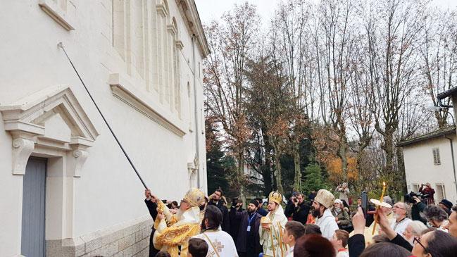 Sfințirea unei biserici românești din Lyon