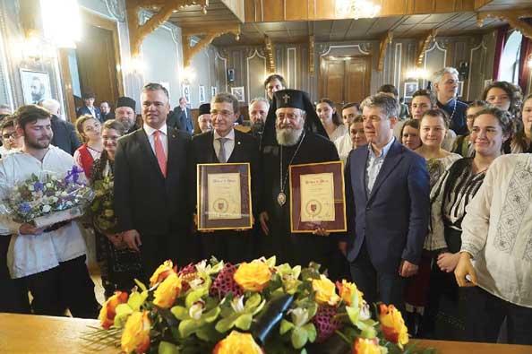 Mitropolitul  Ardealului  și președintele Academiei Române, cetățeni de onoare ai județului Brașov