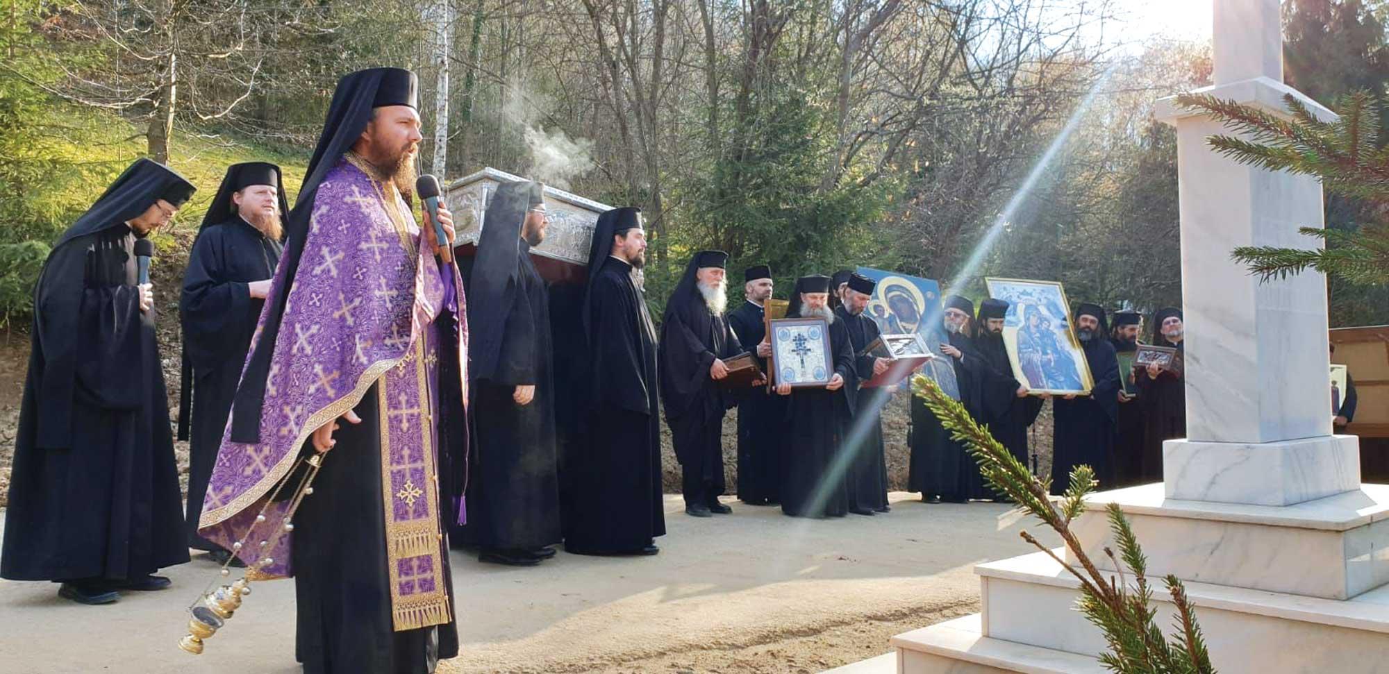 Procesiune cu odoare sfinte la Mănăstirea Izbuc