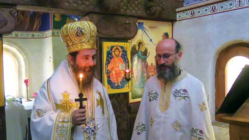 Preasfințitul Părinte Siluan a slujit  la un schit unguresc, aparţinător Patriarhiei Ecumenice