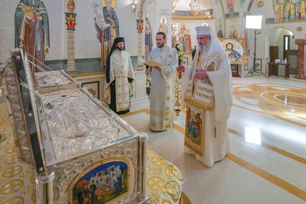 Racle sfinţite de Patriarhul României pentru Mănăstirea Văratec