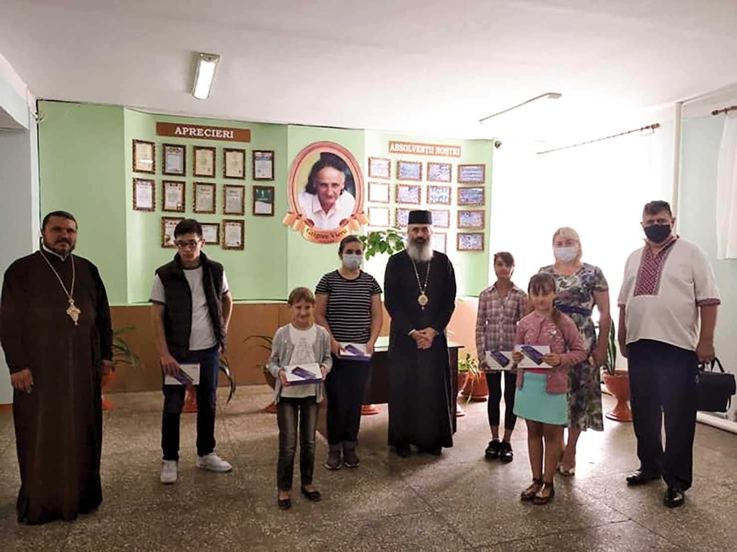 Episcopia de Bălţi a donat elevilor, la început  de an şcolar, 100 de tablete