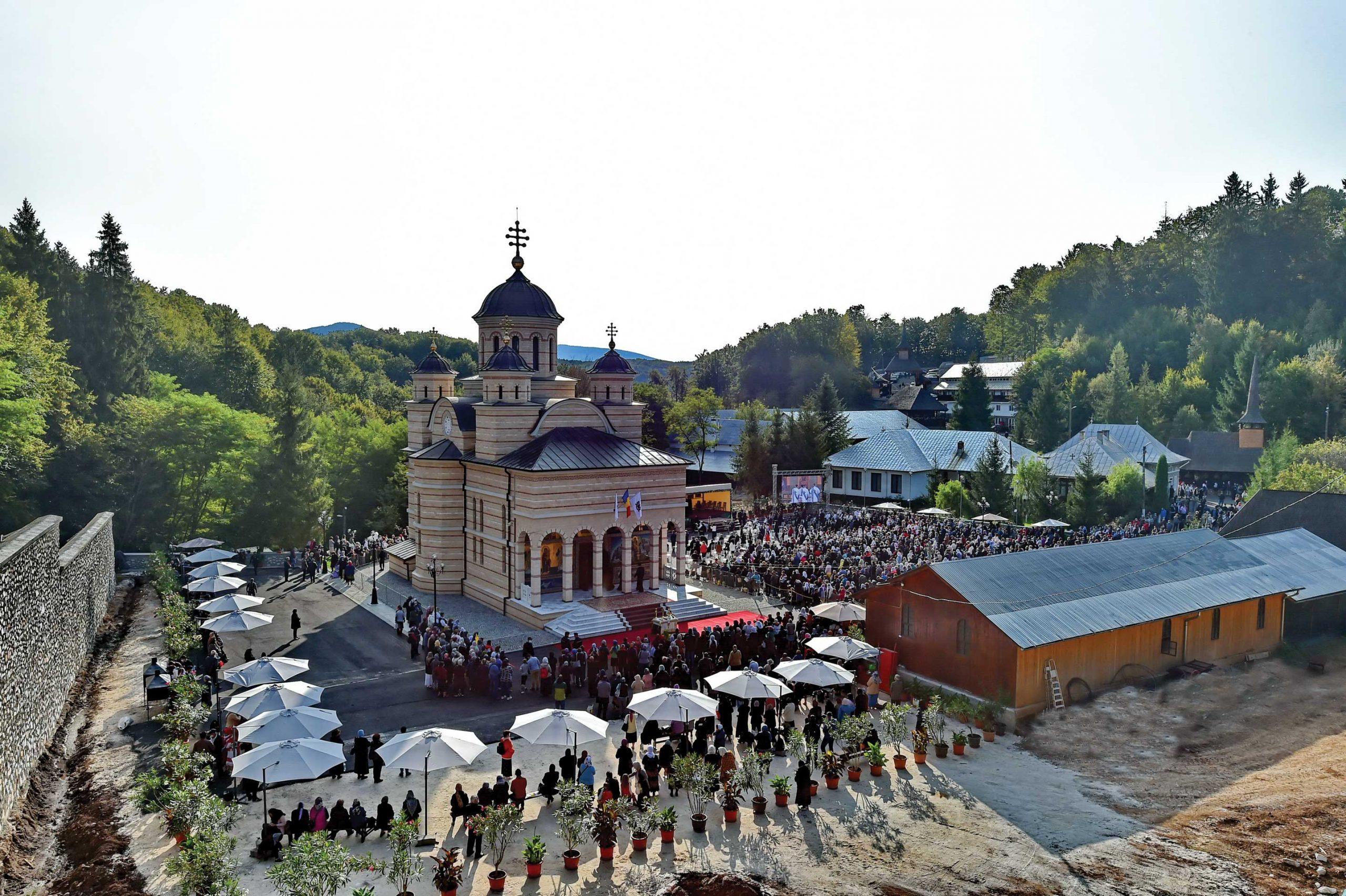 Vizită istorică a Patriarhului României în Episcopia Oradiei