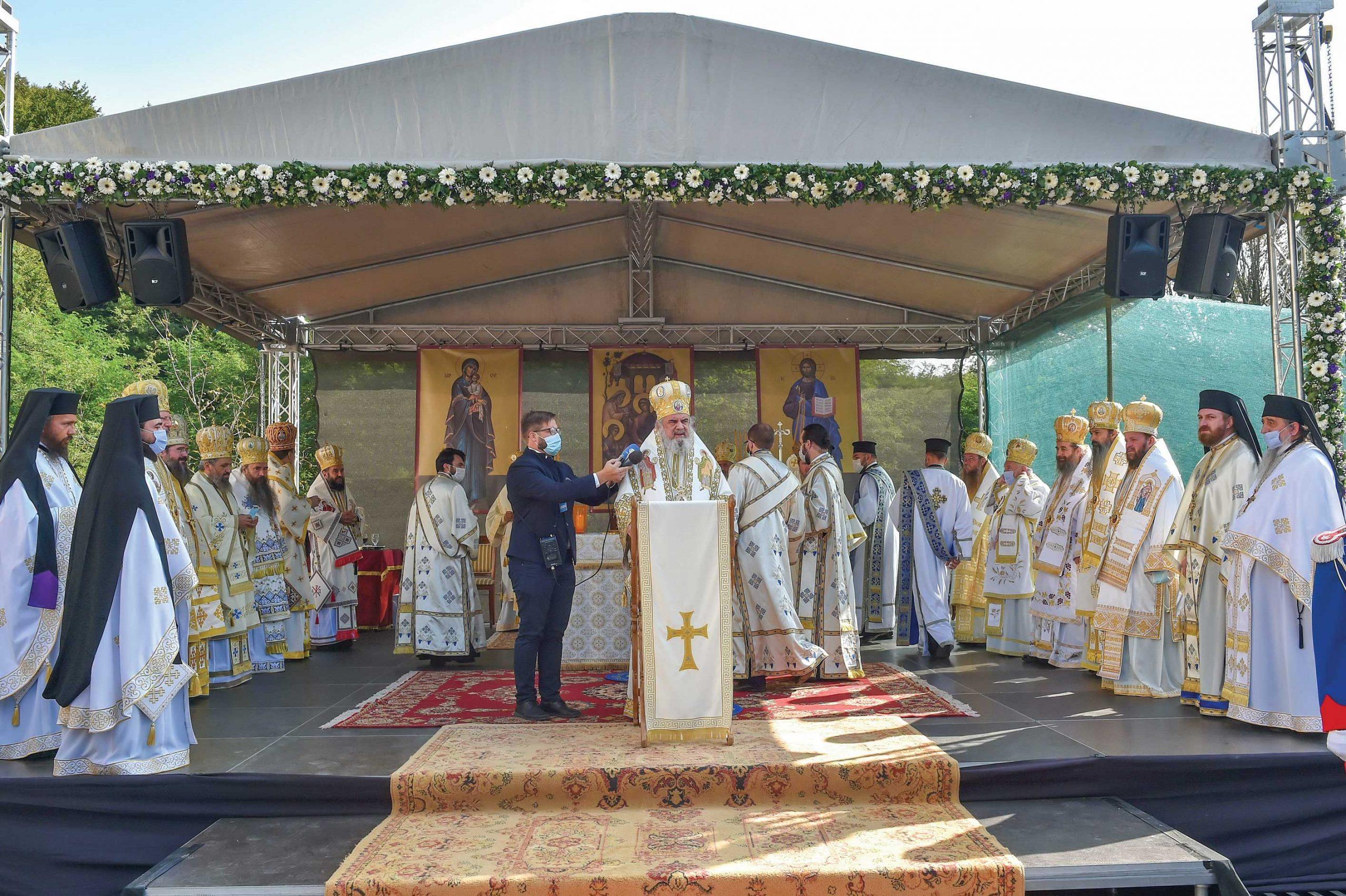 """Un nou """"izvor de bucurie şi binecuvântare"""" a fost sfințit la Mănăstirea Izbuc"""
